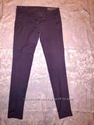 Серые брюки Silvian Heach
