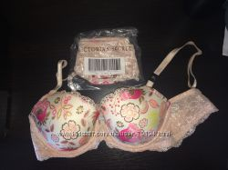 Victorias Secret комплект бюст 36 С и стринги М