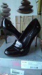 Продам красивые туфли 40 размер