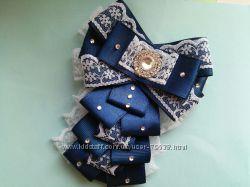 Стильная школьная брошь-галстук