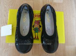 Школьные кожаные туфли - балетки  TIRANITOS для девочки 30 размер