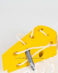 шнуровки, лабиринты, стучалки для развития мелкой моторики малышей