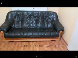 Кажаный  диван и два кресла