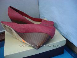 Туфли красные на танкетке