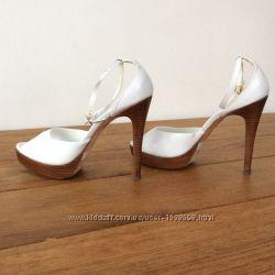 Брендовые туфли, босоножки белые Aldo кожаные в новом сост. , 100 оригинал