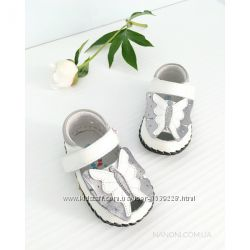кожаные перламутровые туфельки на первый шаг от Caroch, 18-19 размеры