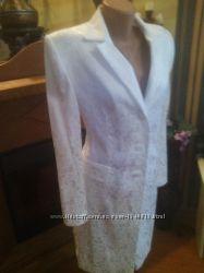 Нарядный белоснежный костюм