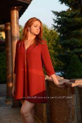 Короткое платье цвета марсала