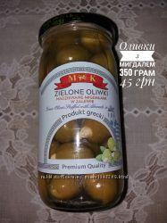 Оливки з мигдалем