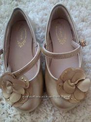 Нові шкіряні туфельки