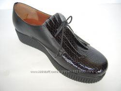 Туфли из натуральной кожи черного цвета, с вставками из кожи питона