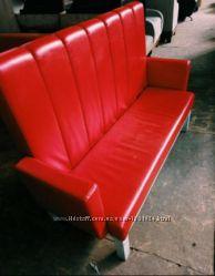Диван с подлокотниками красный кожзам  бу 3400