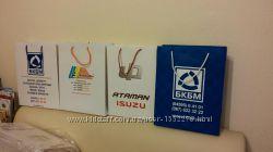 Пакеты с логотипом.