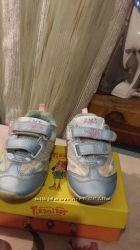 Продам кроссовки для  девочки TOMM 28р.