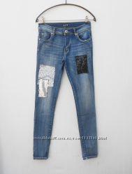 модные синие джинсы скинни с кружевом и паетками
