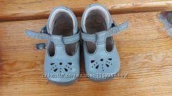 Туфельки Clarks для деток, начинающих топать