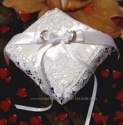 Свадебная подушечка для колец.