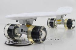Penny Board Original 22 Белый с Черными Светящиеся Колесами