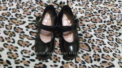 Продам новые черные лаковые туфли 28 р. 10 на девочку