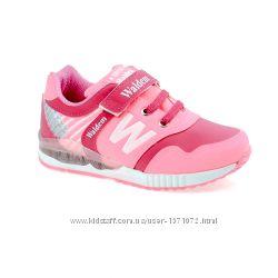 Розовые кроссовки для девочек.