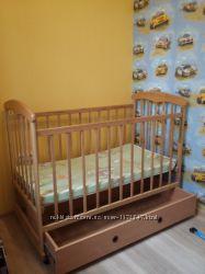 Продам детскую кроватку с матрасикои