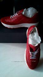 Красные кожаные кроссовки Chanel