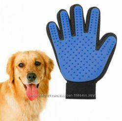 Щётка перчатка для ухода за шерстью кошек и собак True Touch