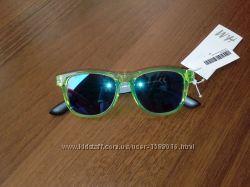 Дитячі сонцезахисні окуляри.
