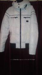 куртка міжсезонна майже нова, дуже хороша якість, утеплена, з капішоном