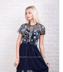 Платье с нежной вышивкой