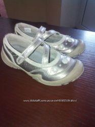 красивые кожаные туфельки    CLARKS р 11, 5 отличное состояние