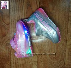 Детские кроссовки с подсветкой трех цветов