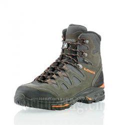 Ботинки Lowa42. р Khumbu II GTX