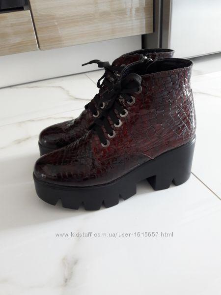 Ботинки натуральный лак,