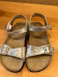 продажа новых сандалей для девочки р.25,5