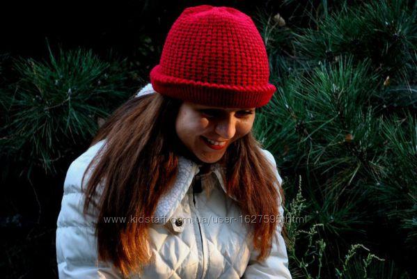 Женская шапка цвета бордо