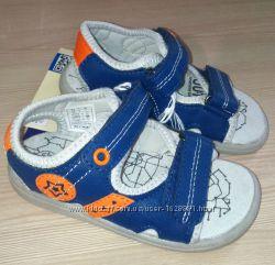 Босоножки сандали на липучках 23-27 размер Lupilu