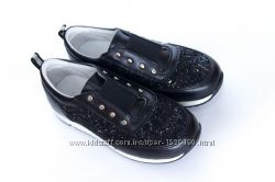 7a3d19b6da39c5 Стильні шкіряні кросівки для дівчат - взуття від виробника, доступні ...