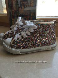 Продаются фирменные кроссовки Prada на девочку
