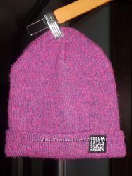 Продам молодежную  шапку фирмы H&M на девушку размер 54-56 см.