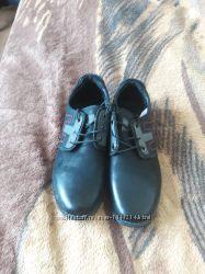 продам туфли на подростка, черные кож зам, 39 размер