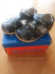 Продам детские кожаные сандалики на мальчика