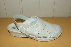 Медицинская обувь-шлепки  белые.