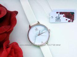 Акция Часы с браслетом, водонепроницаемые, модные и популярные