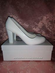 Свадебные туфли от Vina Vestina 37 размер белые лаковые b46f5485274f0