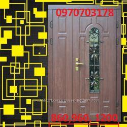 Широкие двери входние с окном и ковкой бесплатная доставка