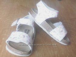 продаю сандалики дочки, 25роз. фiрма Hello Kitty, ортепедична устiлка, коро