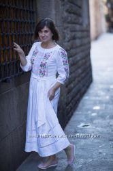 Нарядное платье из льна с вышивкой в фольклорном этно стиле