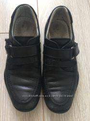 Продам школьные полностью кожаные туфли для мальчика р. 31