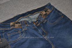 Новые джинсы, с оригинальным поясом. Размер S